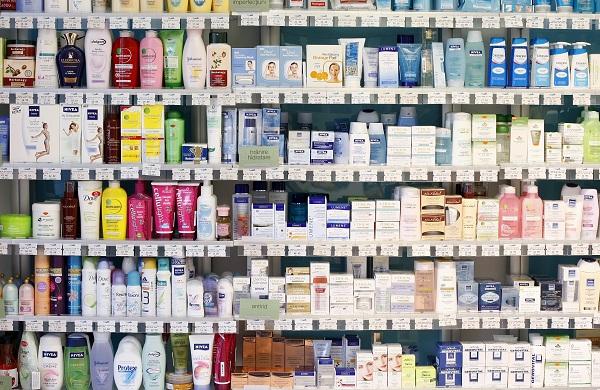 Voici la liste des 185 cosmétiques contenant des substances